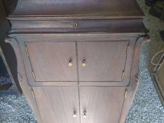Vintage Victrola Spring Motor Turntable Cabinet