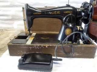 Vintage Electric Singer Sewing Machine and Case