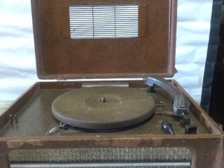 Vintage Crank or Plug in Record Player