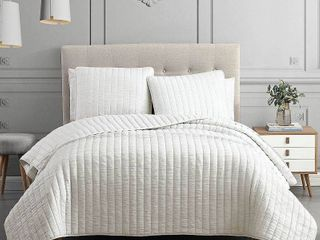 Moonstone 3 Piece Queen Quilt Set  Retail 84 06