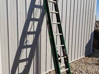 Davidson Fiberglass Extension ladder   18ft