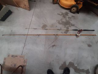 2 Fishing Rods with Bait Casting Reels   Approximately 6ft and 8ft long