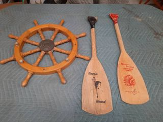 Ship s Wheel and 2 Oars Decor