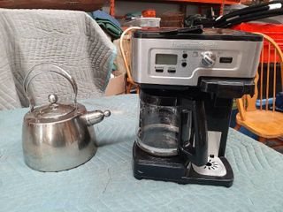 Hamilton Beach Coffee Maker  Pot or Single Cup Brewer  and Tea Pot