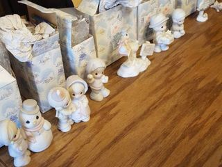 8 Precious Moments figurines w  boxes  Sugartown