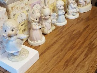 6 pcs  Precious Moments figurines w  boxes