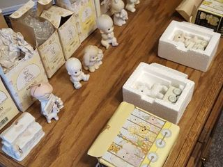 11 pcs  Precious Moments figurines