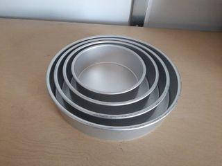 4 Round Aluminum Cake Pans