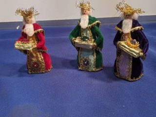 5 in three wise men dolls