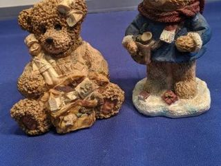 two teddy bears figurines