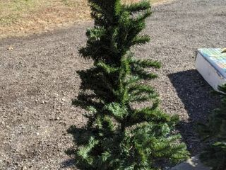 Christmas tree 6 ft Wesley pine I put a topper and lights in box with it in original box