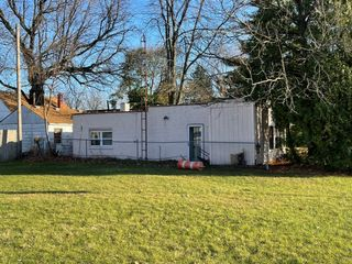 ABSOLUTE AUCTION! 3222 AIRPORT HWY