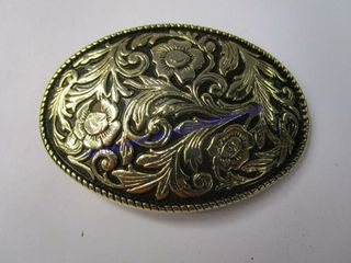 ORNATE GOlD BUCKlE