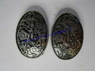 ORNATE SIlVER BUCKlES