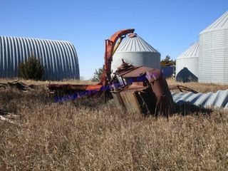 PIlE MACHINERY IN GRASS