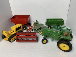 Asst  John Deere and Tonka Tractor Toys