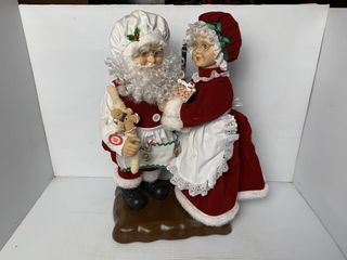 18   Santa Claus and Mrs  Claus Animated