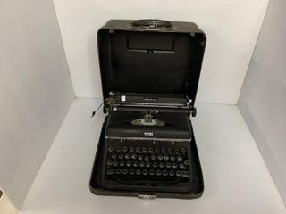 Vintage Royal De luxe Typewriter