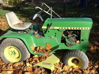 John Deere 112 lawn Tractor w 46in Deck