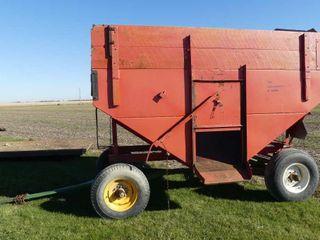 Toman Gravity Bin on John Deere Wagon