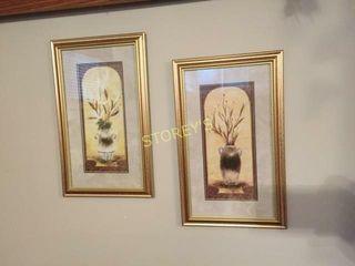 Pair of Vase Pictures   8 5 x 14