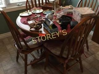 40  Kitchen Table w  4 Chairs   18  leaf