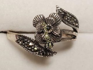 Silver Marcasite Ring  weight 2 5g    BK107 194