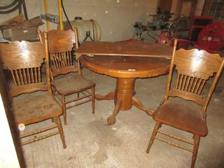ROUND TABlE W  lEAF   3 CHAIRS