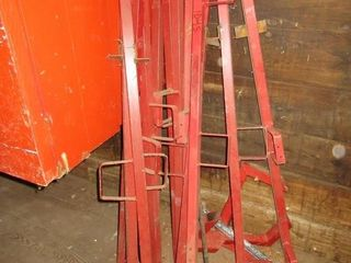 lOT  RED ROOFING GUARD RAIl POSTS