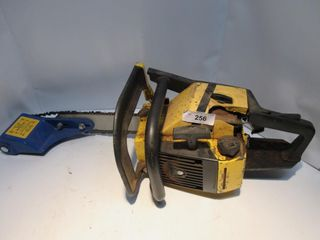 YEllOW MCCUllOCH CHAIN SAW W  lOG WIZZARD END