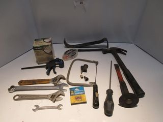 lOT  PRY BAR  ADJUSTABlE WRENCHES  MISC