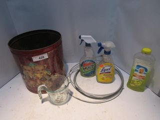 lOT  PYREX MEASURING CUP  ClEANER  MISC