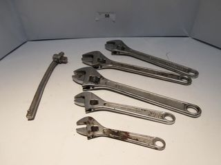 lOT  ADUSTABlE WRENCHES