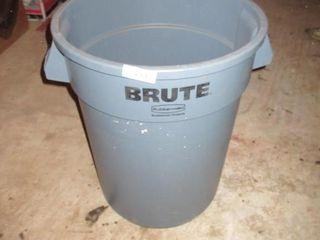 BRUTE GARBAGE BIN