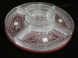 CRYSTAl DIVIDED SERVING DISH ON WOOD lAZY SUSAN