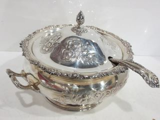 SIlVER PlATE SOUP TUREEN WITH lADlE