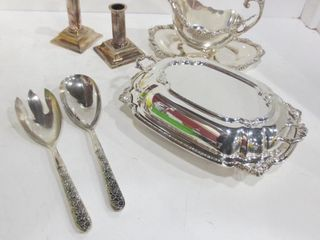 SIlVER PlATE GRAVY BOAT WITH UNDERPlATE AND lADlE