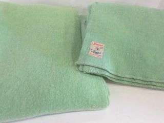 AYERS PURE WOOl GREEN TWIN BlANKETS  2