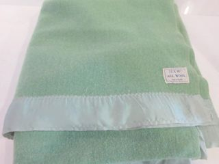 GREEN All WOOl CANADIAN MADE BlANKET 72 X 90