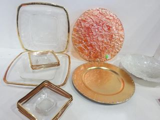 PAIR OF 13  GlASS PlATES WITH GOlD TRIM AND SET OF