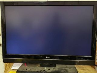 42 INCH lG lCD TV Repair or Parts  Works Sometimes