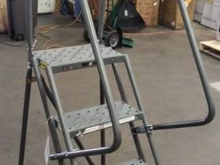TRI ARC 4 Step Rolling ladder  Perforated Step Tread  76  Tall  450 lb load Capacity   Missing Springs in Back Wheels  Please See Photos