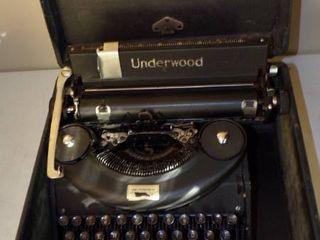 UNDERWOOD MANUAl TYPEWRITER