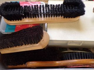 SHOE BRUSHES AND CHAIN