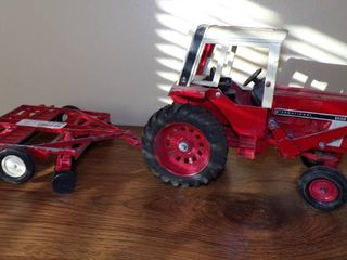 IH DIECAST TRACTOR AND DISC