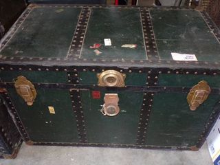 OlD TRUNK   NO TRAY