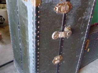 ANTIQUE STEAMER TRUNK   GREAT CONDITION