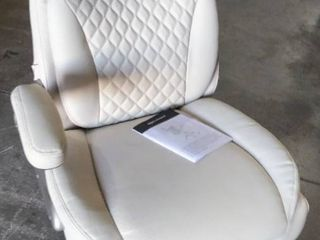 Off White Amazon Commercial leather Executive Office Chair   Parts or Repair