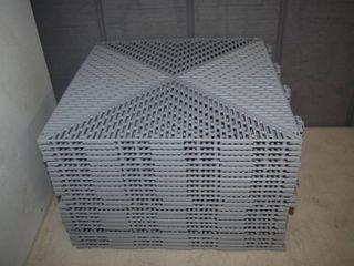 24 Bergo Plastic Tiles