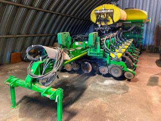 2013 JD 1770 NT 16 Row Planter w CCS Seed Delivery   Fertilizer w Extra Bean  Corn   Milo Plates
